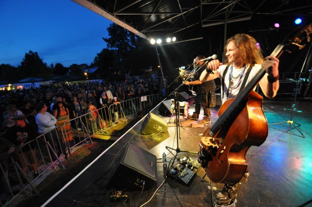 Acoustic Revolution beim Folk am Neckar Festival